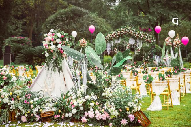 戶外草坪婚禮效果圖